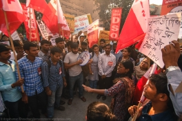 Anubhuti, one of the student facilitators, lays down the basic ground rules for the march - such as moving ahead in two distinct files, not wandering off, and holding banners according to designated roles.