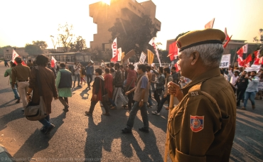 Very unsurprisingly, the march day saw a rapid re-doubling of the police deployment, and creation of a 'protected corridor' along the designated route to the MHRD building. The marchers were accompanied by a troupé of police personnels and vehicles, who kept a constant watch on the students and the traffic at bay.